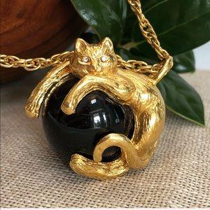 "Vintage Jewelry - Vintage Goldtone Cat on Onyx Ball Necklace 36"""